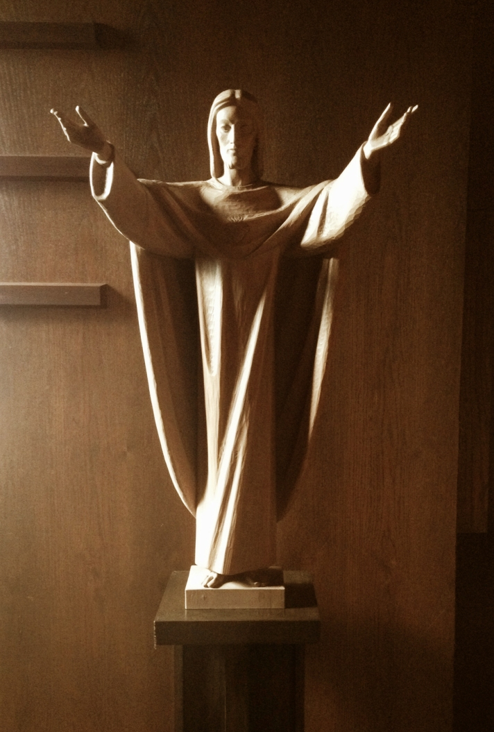 Statue of Jesus with open arms.