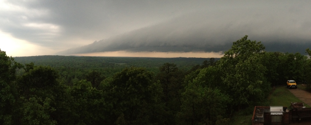 Shelf cloud/tail cloud