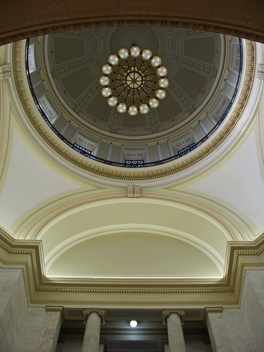 Looking up at the Arkansas Capitol dome.